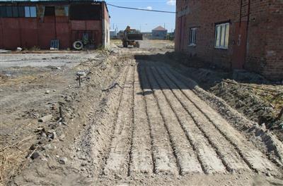 Расчистка места под фундамент автовесов при помощи экскаватора. фото #32