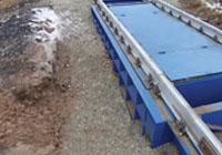 Весоизмерительная платформа жалезнодорожных весов присыпана щебнем. фото #21